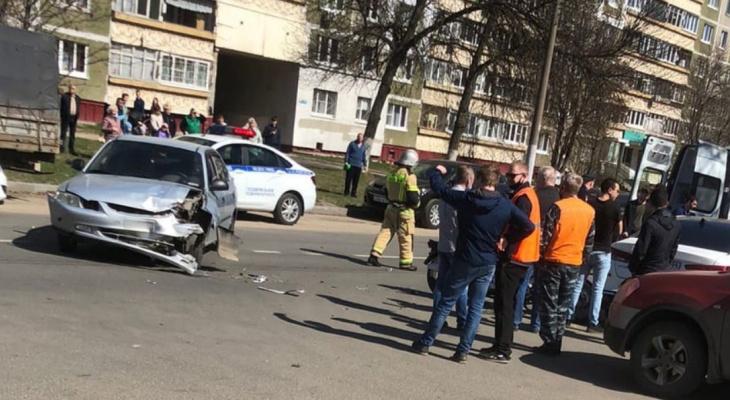 Иномарка врезалась в мотоцикл на Автозаводе Нижнего Новгорода: есть пострадавшие