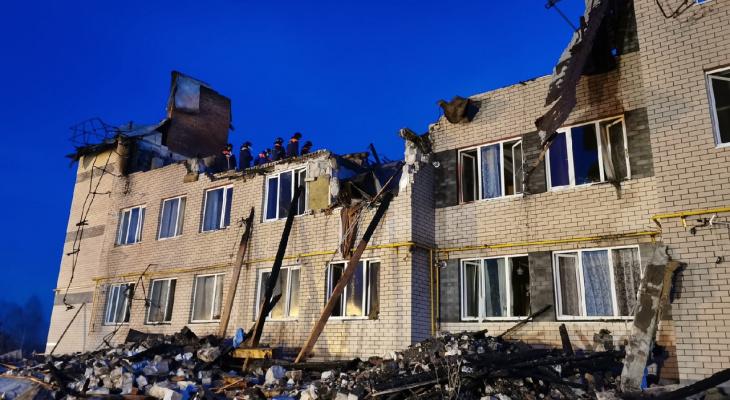 Фото и видео с места взыва бытового газа в Дальнеконстантиновском районе