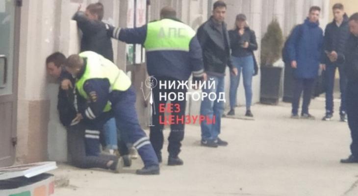 ВНижнем Новгороде подростки прокатили полицейского накапоте «Жигулей»