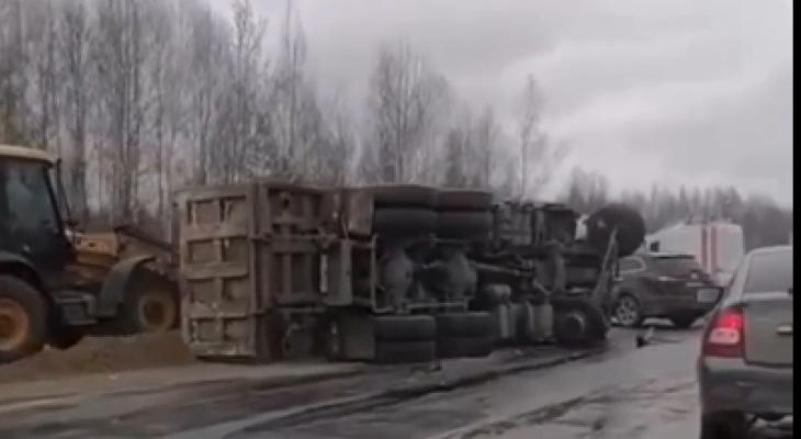 Иномарка «взяла натаран» грузовик натрассе вБорском районе