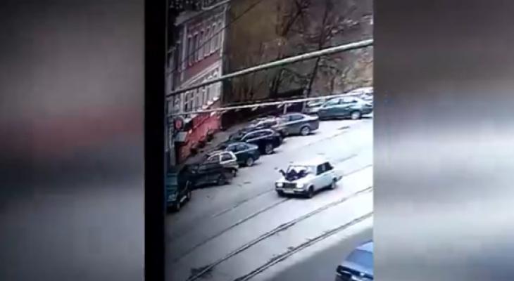 16-летнего подростка, прокатившего сотрудника ГИБДД на капоте, наказали
