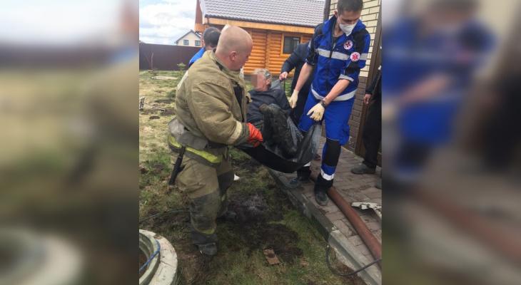 Двоих мужчин достали из канализационного колодца в Нижегородской области