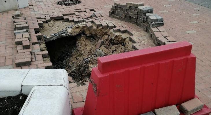«Прощай, земля»: провал грунта образовался наНижне-Волжской набережной вНижнем Новгороде