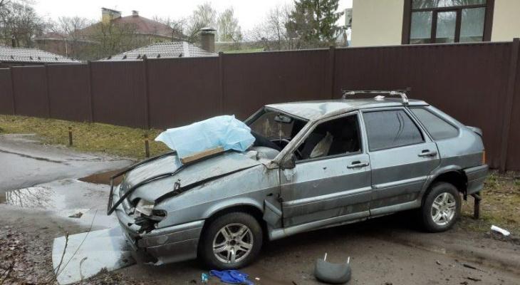 Нижегородец погиб, перевернувшись на автомобиле на проезжей части