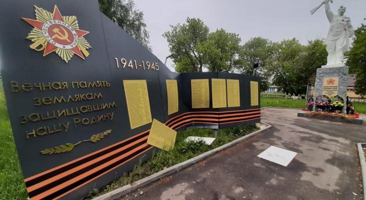 Водитель без прав снес стелу воинам Великой Отечественной войны в Нижегородской области