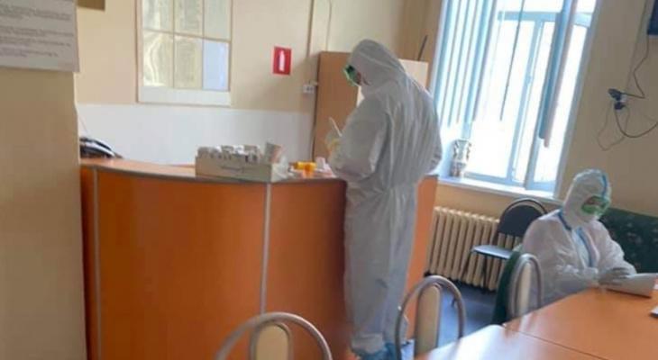 Южноафриканский штамм COVID-19 обнаружили у женщины, не покидавшую Нижегородскую область