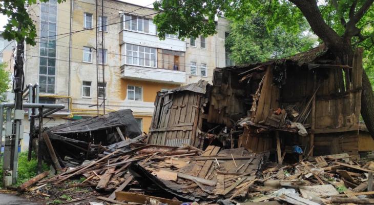 ДУК Нижегородского района демонтирует более 100 старых и опасных построек