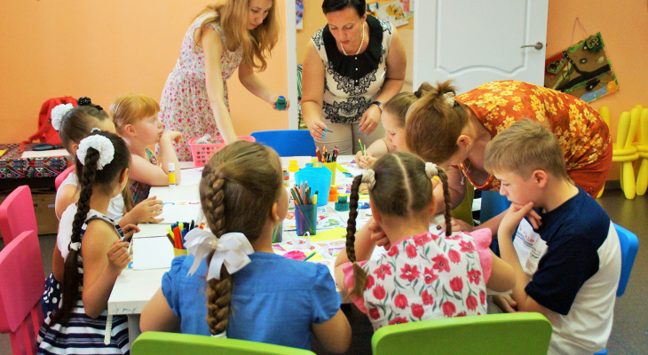 Когда родители школьников смогут обратиться за выплатами в 10 000 рублей