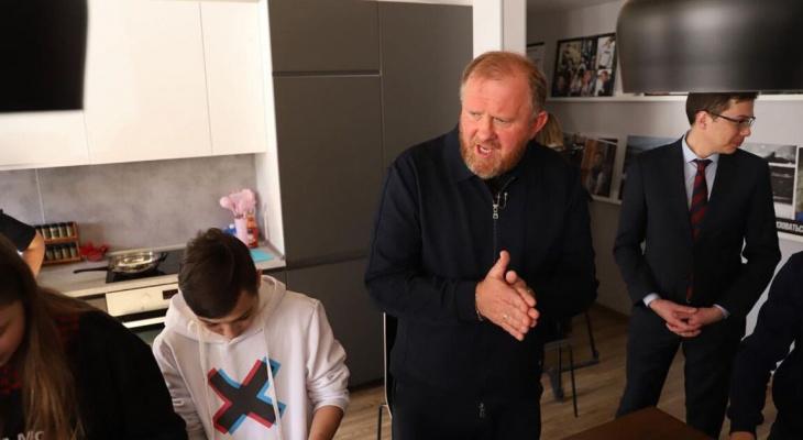 """Ведущий шоу """"На ножах"""" Константин Ивлев приедет в Нижний Новгород"""