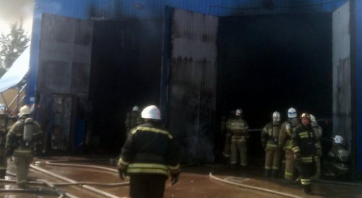 Ангар на площади 150 кв.м. сгорел в Нижнем Новгороде 18 июля